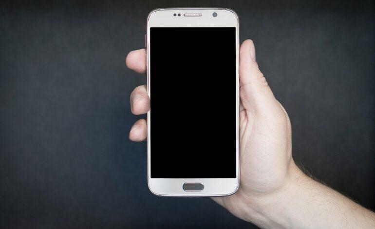 Passer 5 heures sur votre smartphone favoriserait la prise de poids