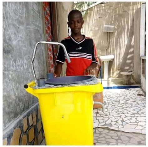 Togo  : Un jeune de 19 ans crée un lavabo intelligent