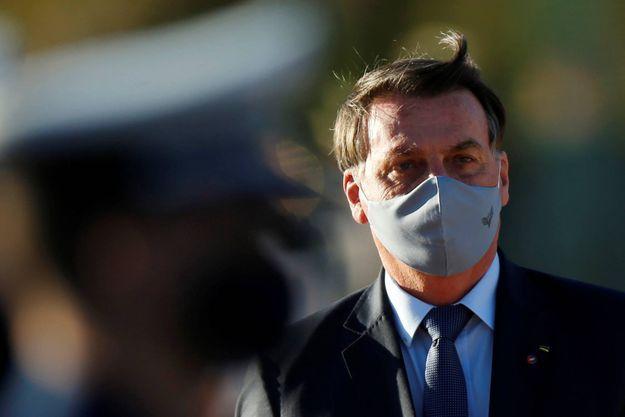 Facebook supprime des comptes liés au président Jair Bolsonaro