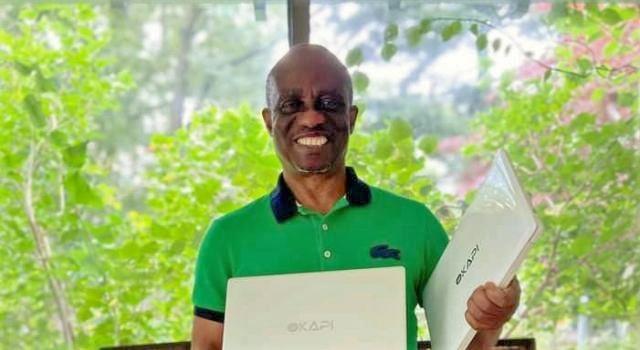 Le congolais Jean Bele produit un ordinateur