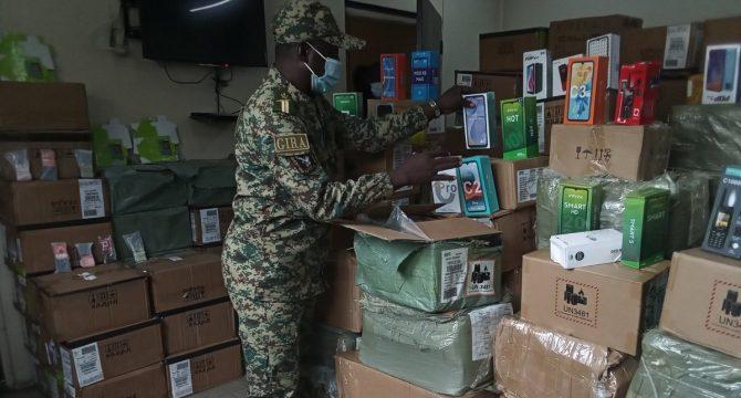 Côte d'Ivoire : 7918 téléphones portables saisis